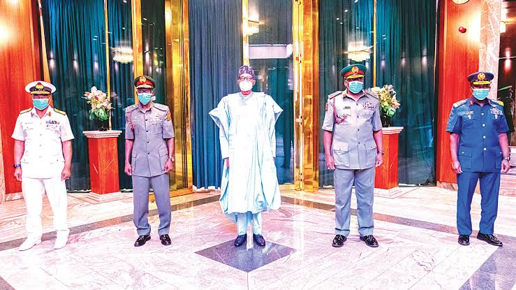 You have few weeks to end insecurity, Buhari tells service chiefs
